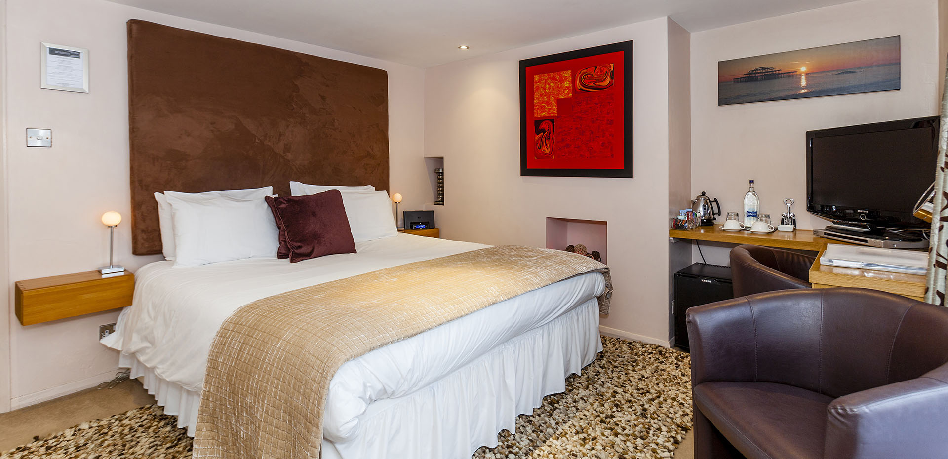 Brightonwave Bed and Breakfast in Brighton, Luxury Super King Room with Garden and Whirlpool Bath